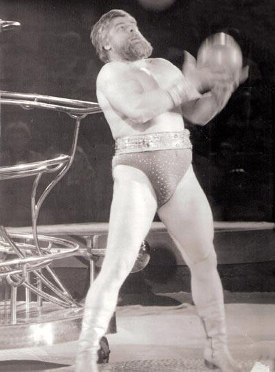 Силовой жонглер В. Дикуль